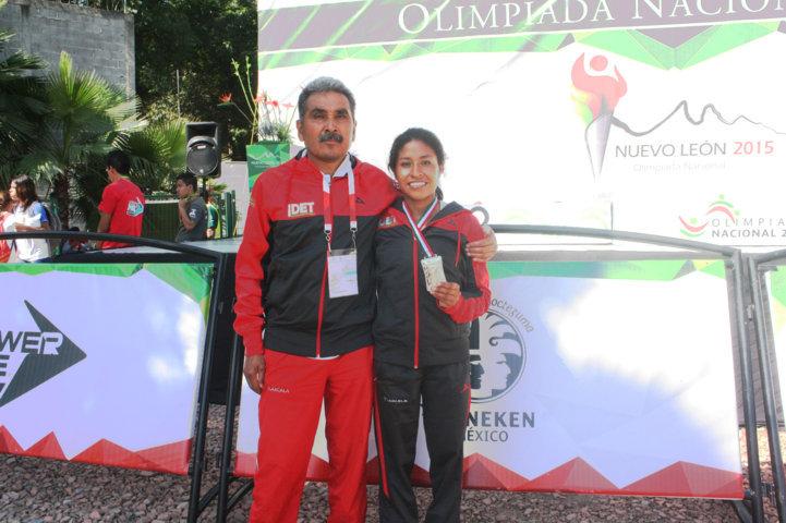 Cierra Elisa  Hernández con plata en los 5 mil metros planos