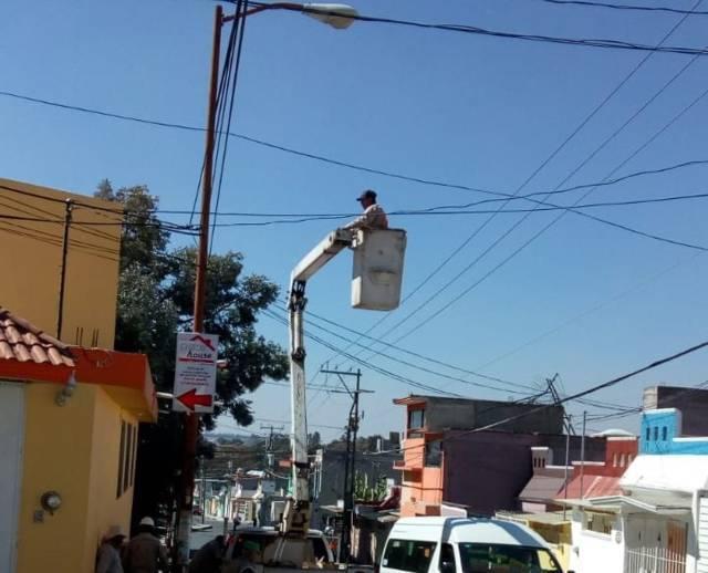 Continua comuna capitalina con reparación de alumbrado público
