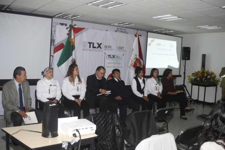 Presentan conferencia de tecnología para docentes de la USET