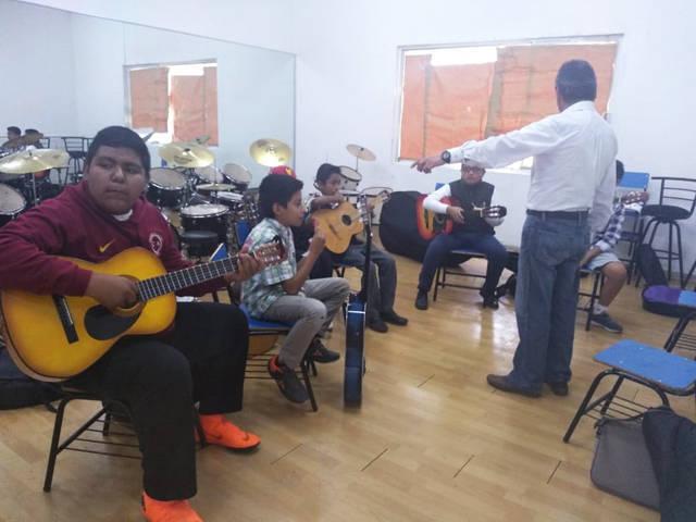 Imparten curso de guitarra en la Dirección de Cultural de la capital