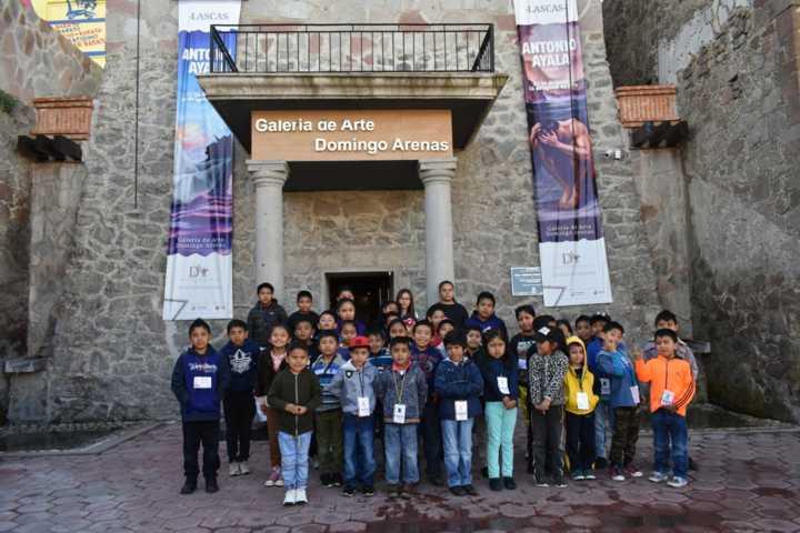 """Niños del curso de verano visitan Galería de Arte """"Domingo Arenas"""""""
