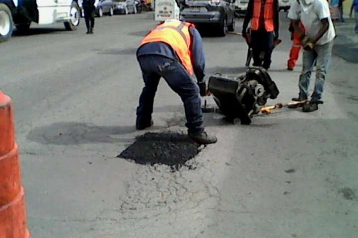 Inician trabajos de bacheo asfaltico en Apizaco