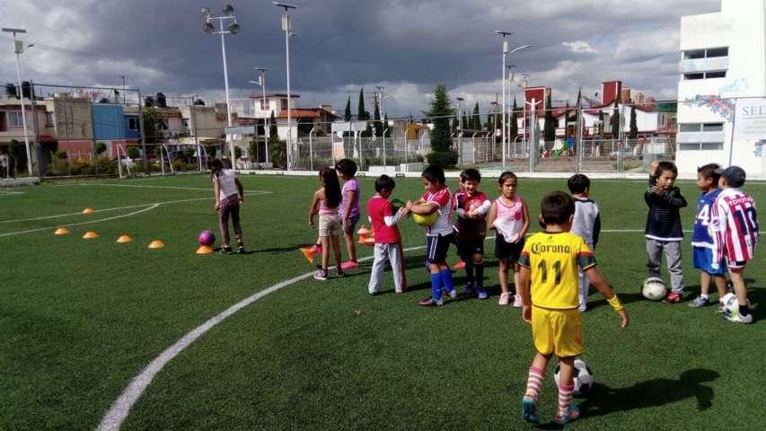 Presidente de Apizaco fomenta el deporte a través de escuela de futbol
