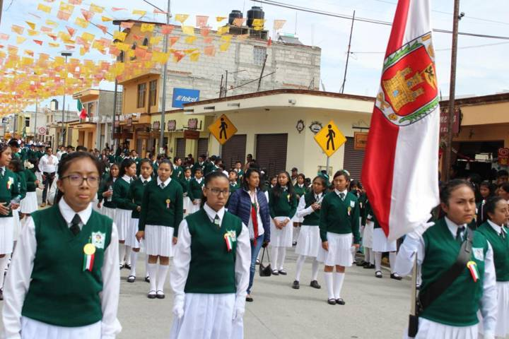 Presenció Aguilar Solís el desfile conmemorativo de la independencia de México