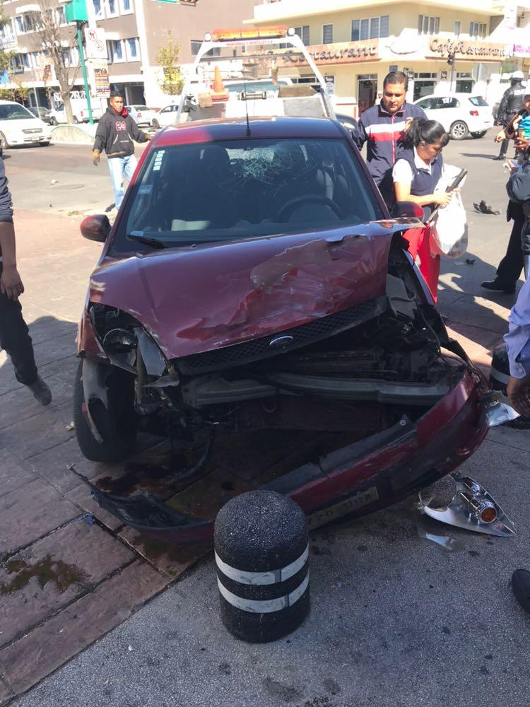 Ambulancia de la SESA provoca accidente en Apizaco