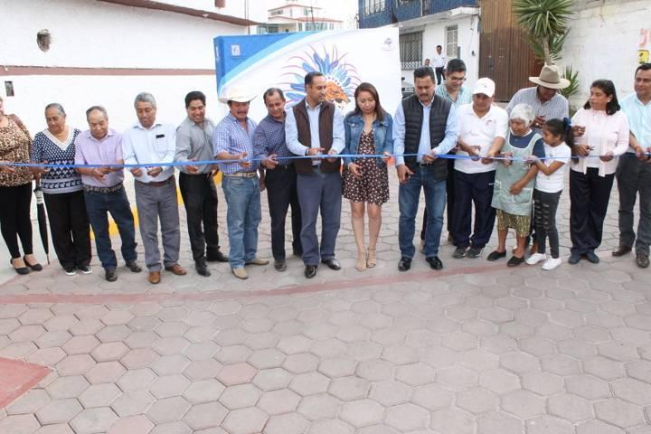 Villarreal Chairez trasformo la calle Zapata del Tetel con 3,500 m2 de adoquín