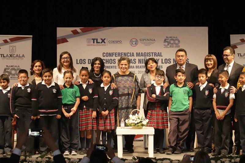 """Presenta Sipinna conferencia """"Los Derechos de Niñas y Niños"""""""