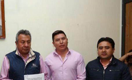 Tres diputados perredistas dejan la curul para buscar la reelección