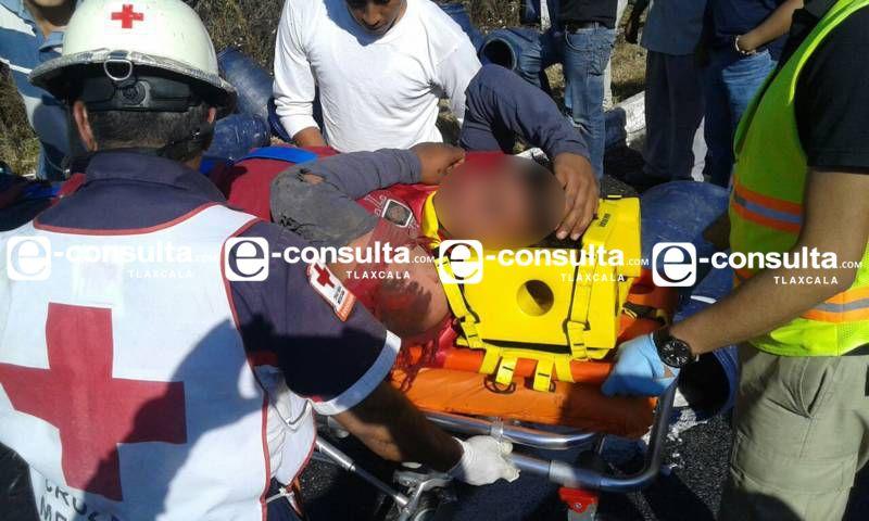 Choque deja una persona prensada y cuatro lesionados en la autopista