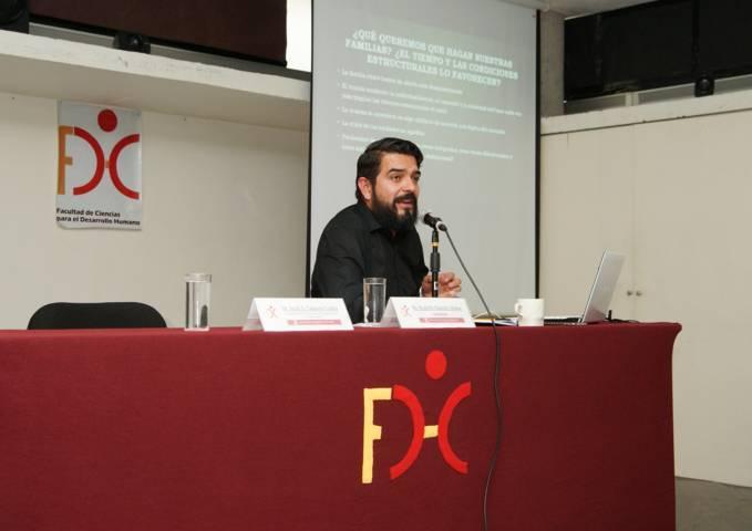 Se analizaron en la UATx las problemáticas de la crisis familiar mexicana