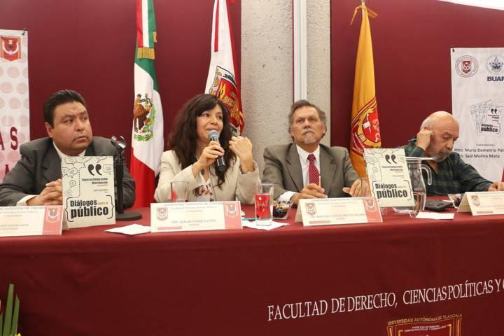 """Presentaron en la UATx la obra: """"Diálogos sobre lo público"""""""