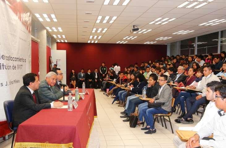 Disertaron sobre el trastocamiento de la Constitución en la UAT