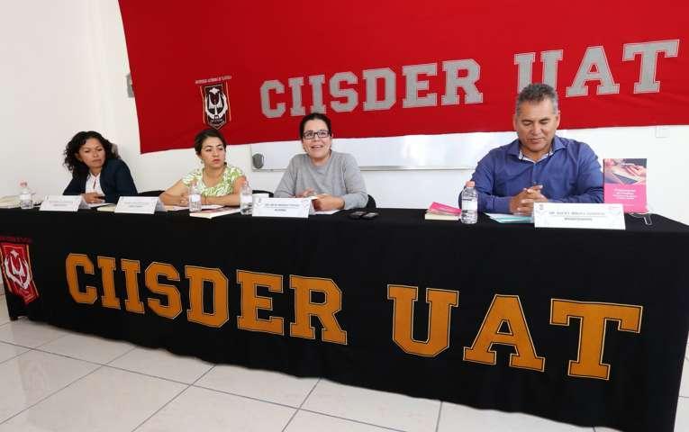 Presentaron en la UAT el libro sobre Empresarias en Puebla