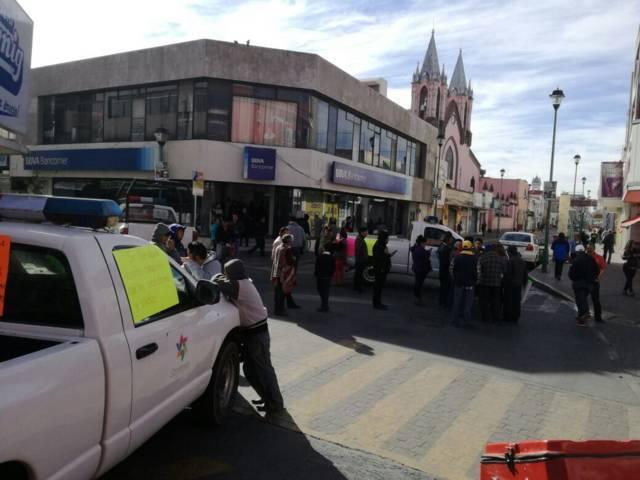 Presidentes de comunidad de Chiautempan cierran calles por falta de recursos