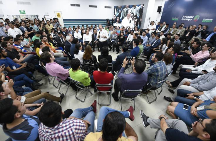 Maestros de la CNTE atacan mitin de Meade en Oaxaca