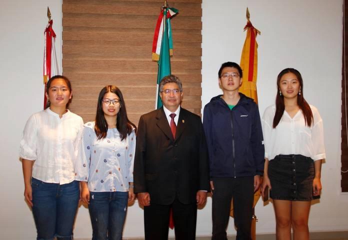 Visitan la UAT alumnos de la Universidad Internacional de Negocios y Economía de China