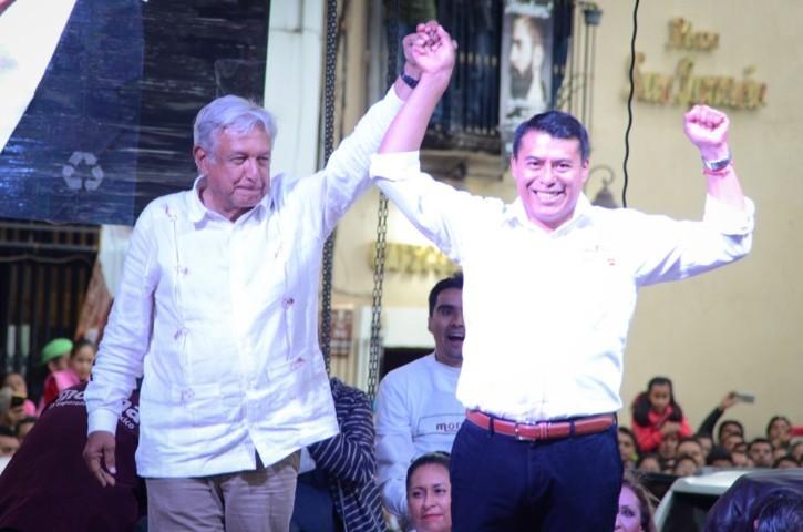 """AMLO brinda """"espaldarazo"""" a Rubén Terán"""