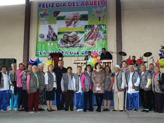 SMDIF celebra el día del abuelito en Tetla de la Solidaridad