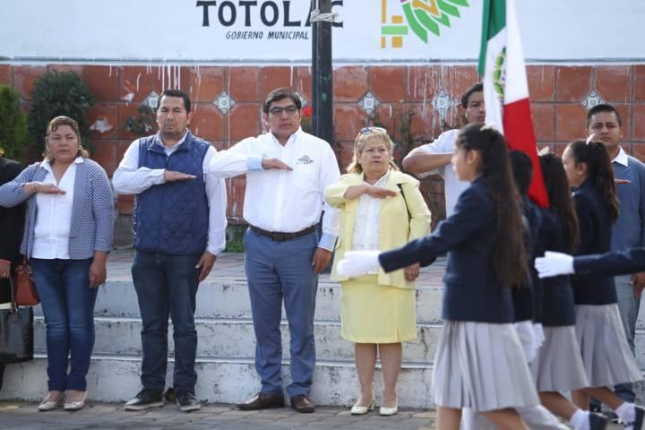 Autoridades municipales de Totolac rindieron homenaje a los Héroes de Chapultepec