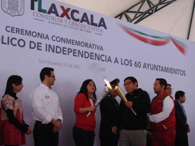 Recibe Giovanni Pérez Briones fuego de la Independencia