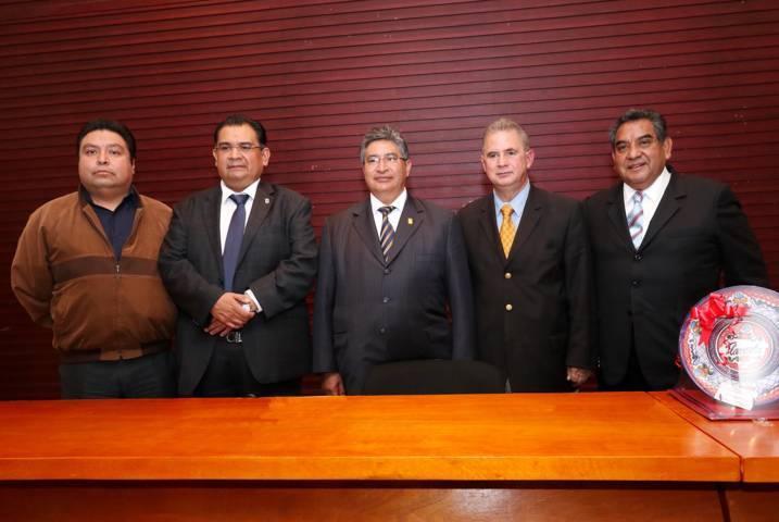 Presentan en la UAT obra sobre la Constitución mexicana, comentada y con jurisprudencia