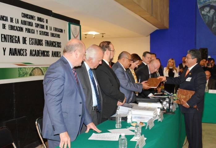 Entrega UAT estados financieros auditados y avances académicos a Diputados