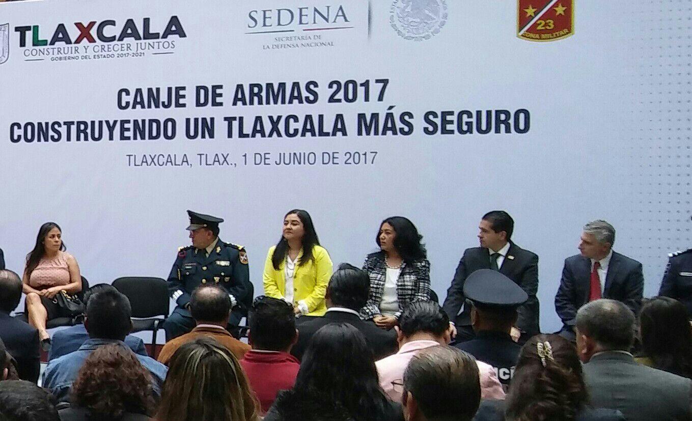 Coqueta diputada le hace fuchi al Gobernador de Tlaxcala