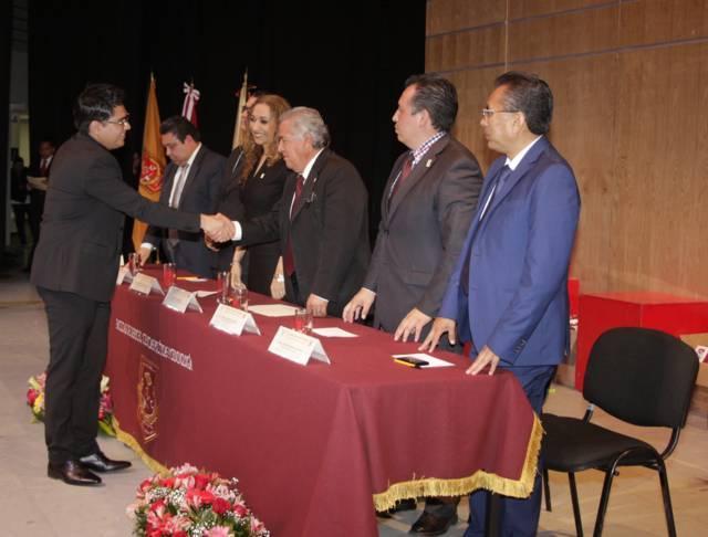 Formó la UATx a 162 nuevos Licenciados en Derecho