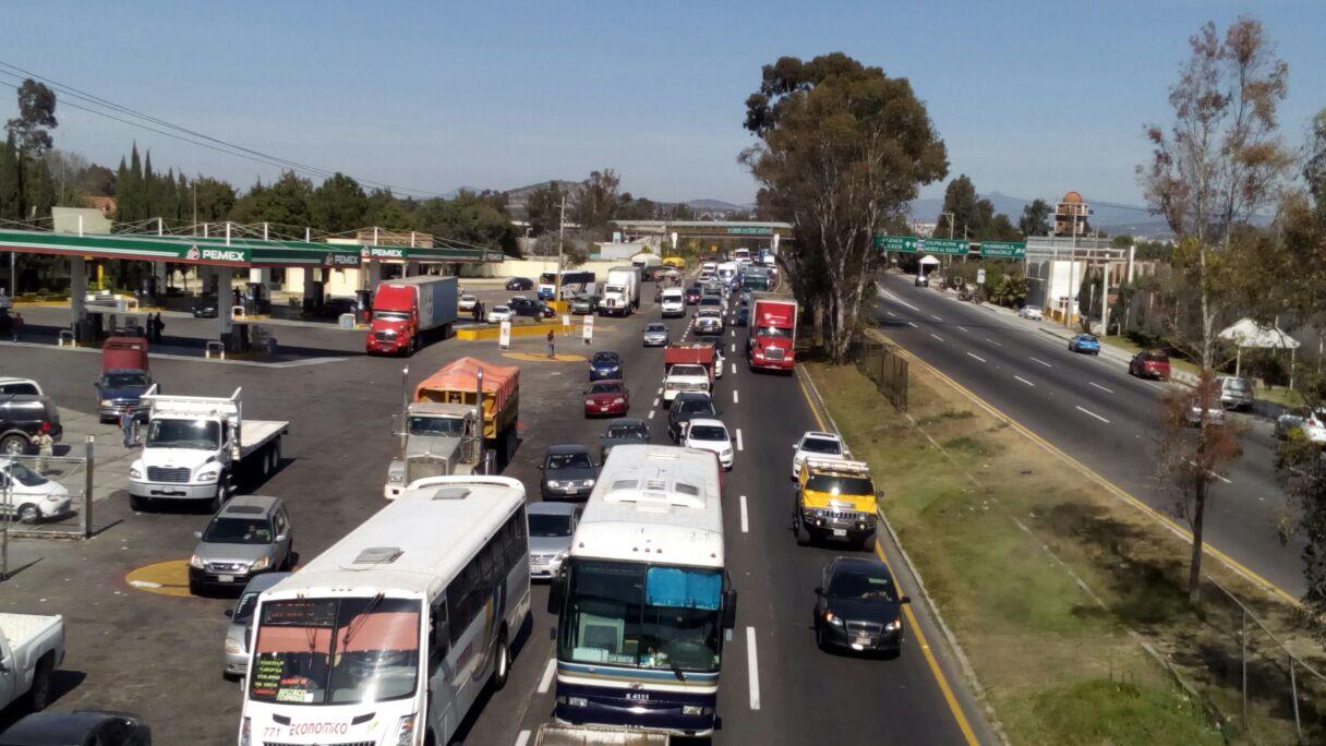 Caos vial en rutas alternas a la capital de Tlaxcala