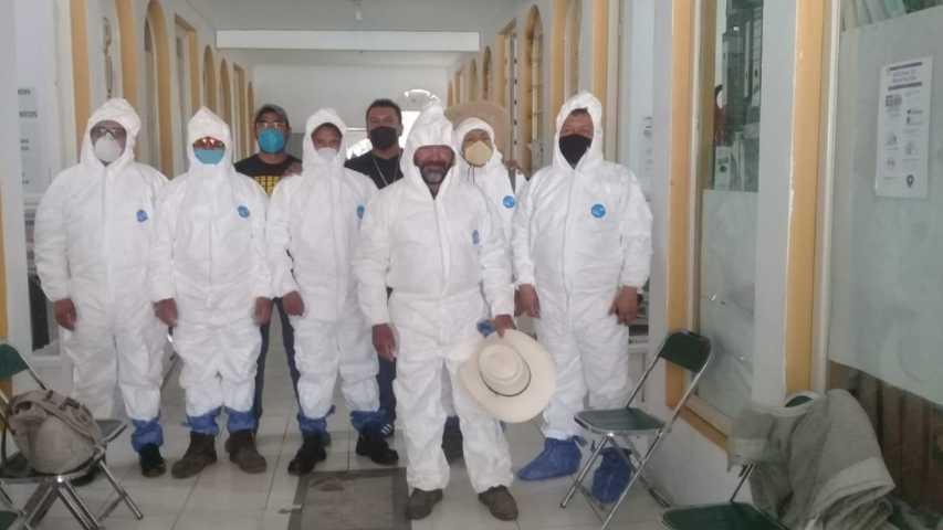 Entrega MACY overoles sanitarios a personal de limpia de Ixtenco
