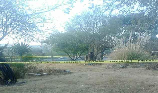 Encuentran a sujeto colgado de una rama de árbol en Yauhquemehcan