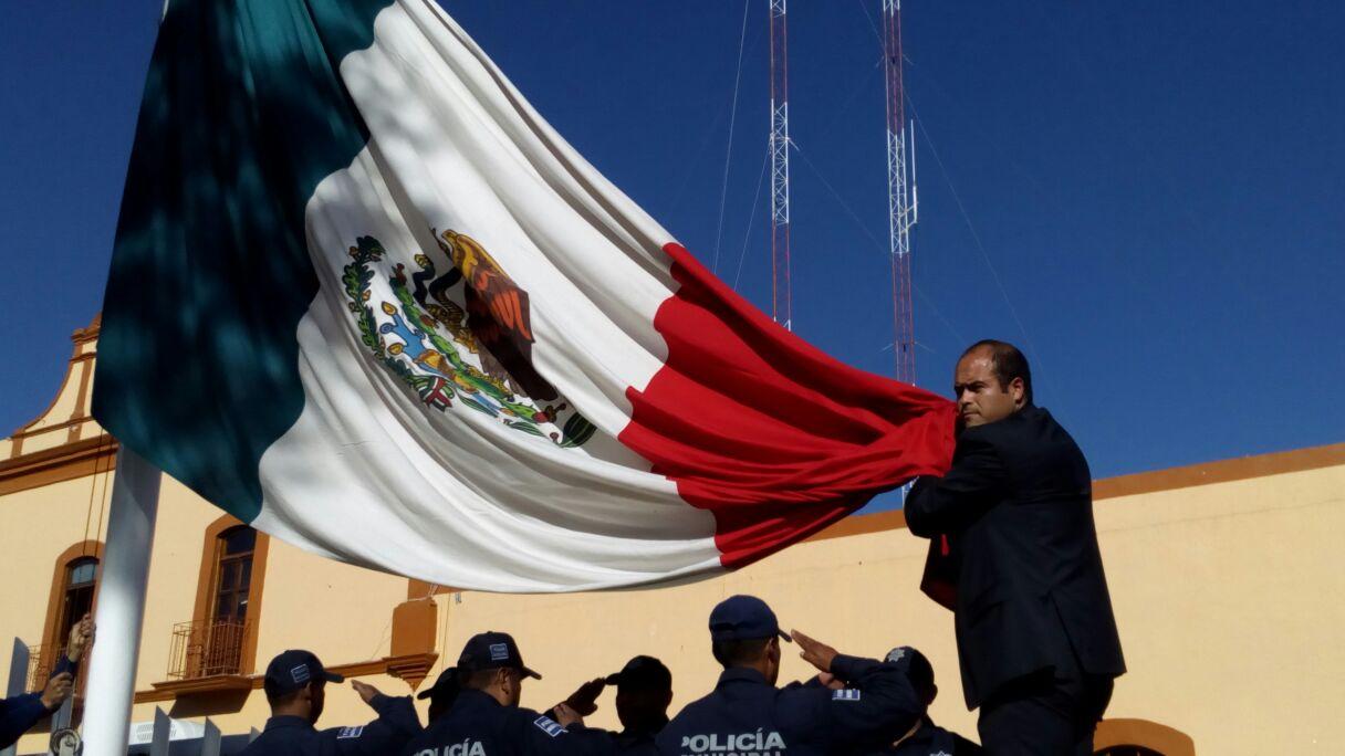 Realizan en Santa Cruz Tlaxcala homenaje a la Bandera