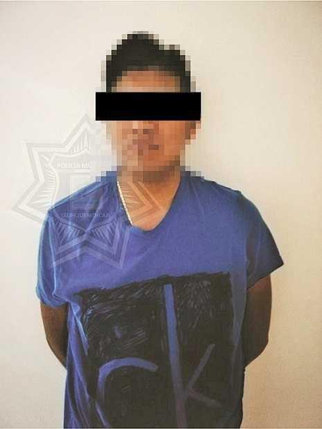 Policía detienen a sujeto en estado de ebriedad jugando con un arma de fuego