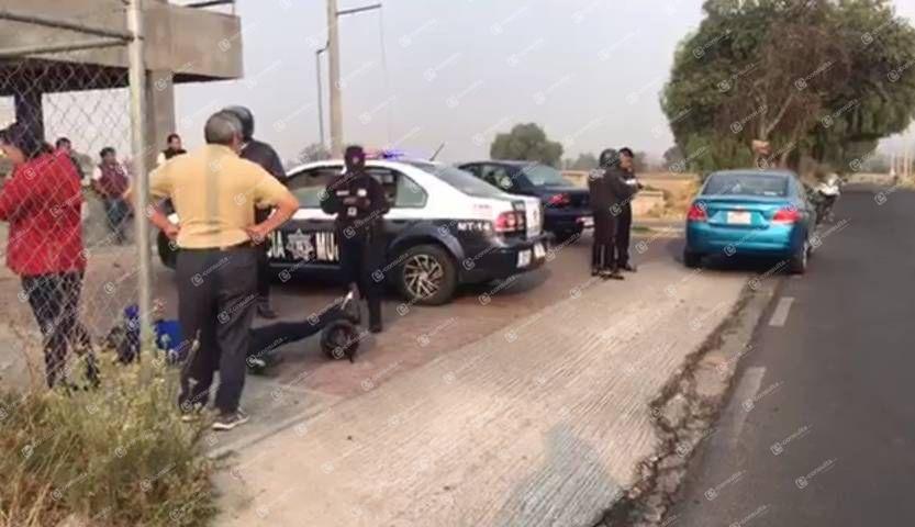 Motociclista derrapa y cae a la cinta asfáltica en Teolocholco