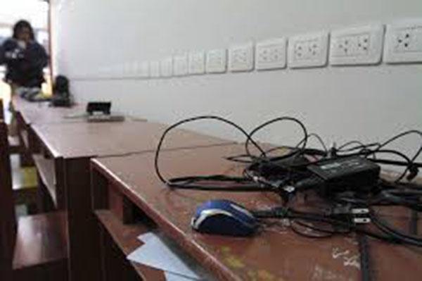 Atracan primaria de Totolac, se roban 17 computadoras