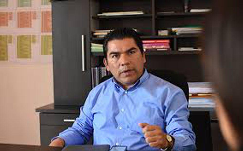 Ex diputados se llevaron hasta las escobas: Garrido Cruz