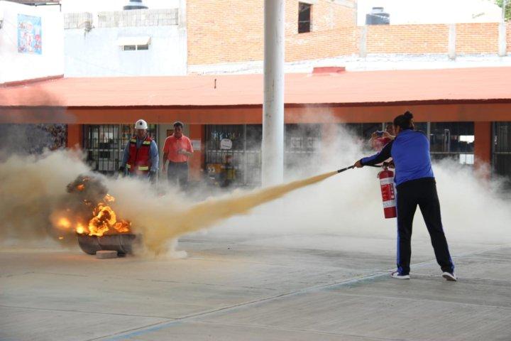 Impulsa PC de Papalotla curso para el combate de incendios en escuelas