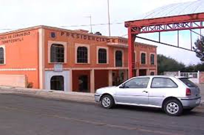 Hampones incendian tres vehículos en Panotla para huir