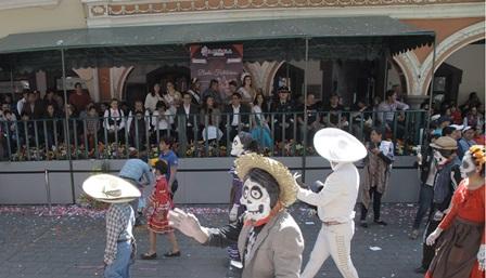 """Asisten miles de familias al desfile """"Tlaxcala, La Feria 2018"""""""