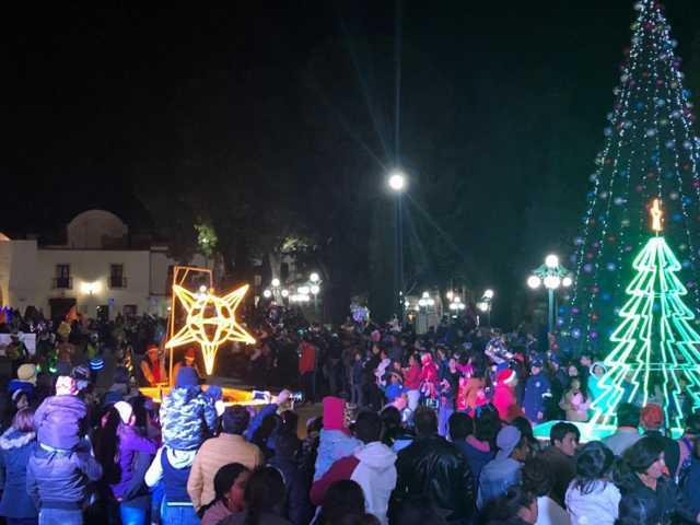 Sánchez Jasso impulsa los valores navideños con el encendido del Árbol de Navidad