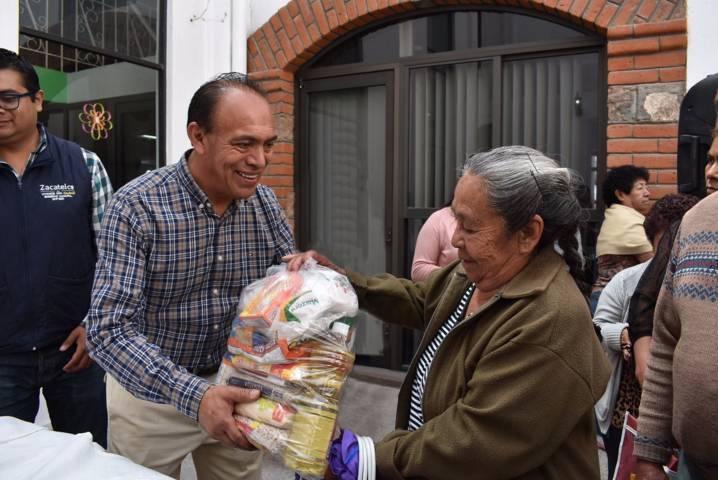 Tomas Orea mejora la calidad de vida de más de 200 personas con una despensa