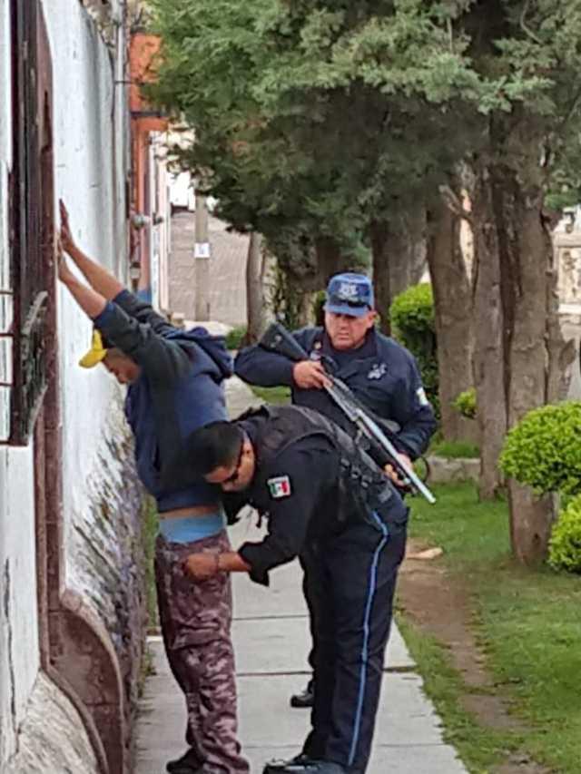 Detiene Tlaxco a sujeto por tentativa de robo de una camioneta