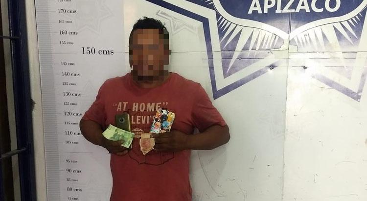 Policía de Apizaco tras persecución detiene a ladrón de celular