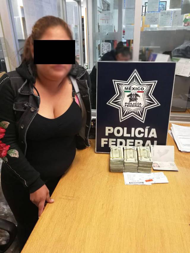Detienen en el AICM a cuatro traficantes de dólares americanos