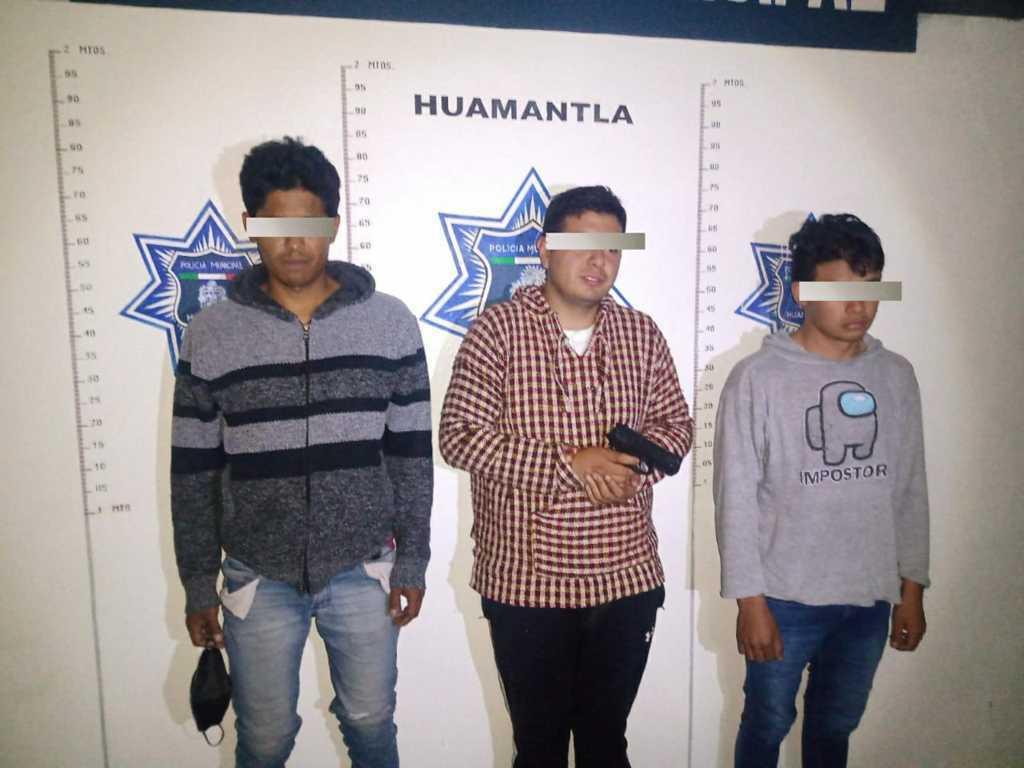 Tres detenidos con arma de fuego e intento de asalto a cuentahabiente
