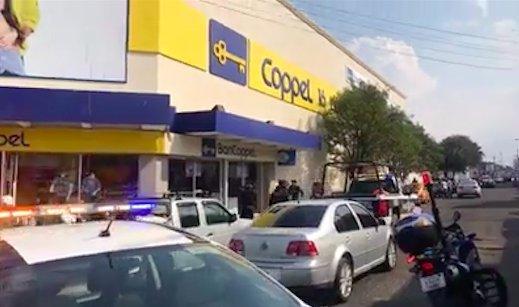 Comando armado atraca Coppel en Apizaco; capturan a dos