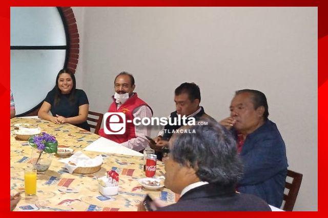 Edil de Zacatelco Tomás Orea deja el PRD y se suma al PT