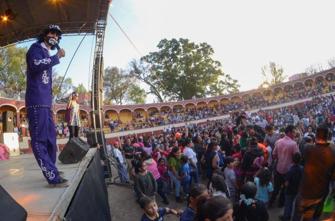Disfrutan miles de niñas y niños el Día de Reyes en la capital