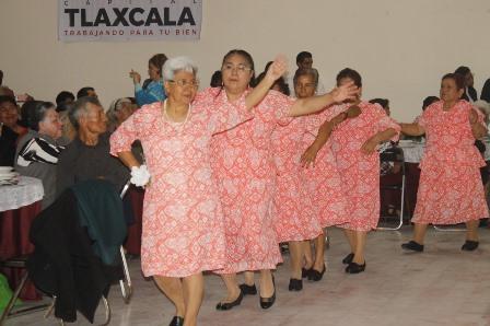 Adultos mayores, pilar fundamental de la sociedad: Mariel Mompín
