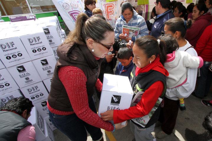 Entregan apoyos alimentarios a 590 pobladores de Huamantla